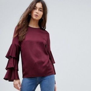 Brand new, triple tiered sleeve top